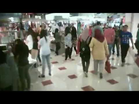 Petronas Tower Kuala Lumpur Malaysia Video From Inside Shopping Plaza
