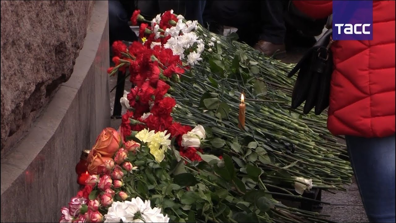 В Санкт-Петербурге вспоминают жертв теракта в метро