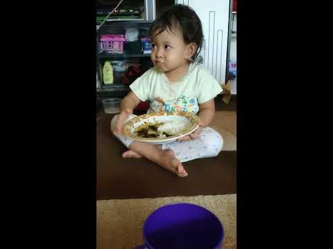 melatih-anak-mandiri,-sejak-usia-dini-belajar-makan-sendiri