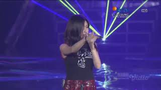 Download NIKI - lowkey (Live Performance On WOW Smartfren Concert SCTV 2019)