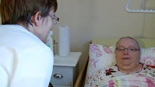 Das Palliativ-Care-Team bei einer Patientin zu Hause