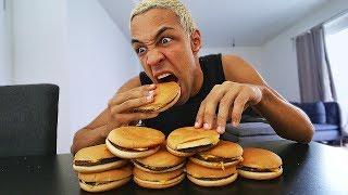 10 CHEESEBURGER in 60 SEKUNDEN essen!! 😧 (Weltrekord gebrochen!)
