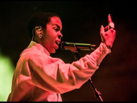 Lauryn Hill DRAGS a fan for criticizing her about HER lateness