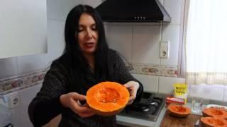Рецепт приготовления блюда из тыквы(Простой рецепт вкусного блюда из тыквы.После запекания в духовке тыква приобретает неповторимый карамельн..., 2016-02-13T16:30:59.000Z)