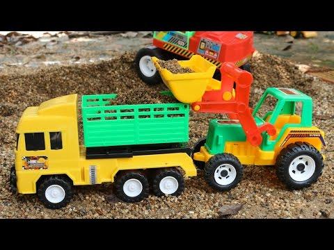 รีวิวของเล่นรถแม็คโครคันสีแดง รถตักดิน และรถดั้ม   Excavator and dump trucks