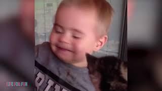 Смешные видео о детях и животных приколы с котами и собаками Funny Baby Playing With Cats