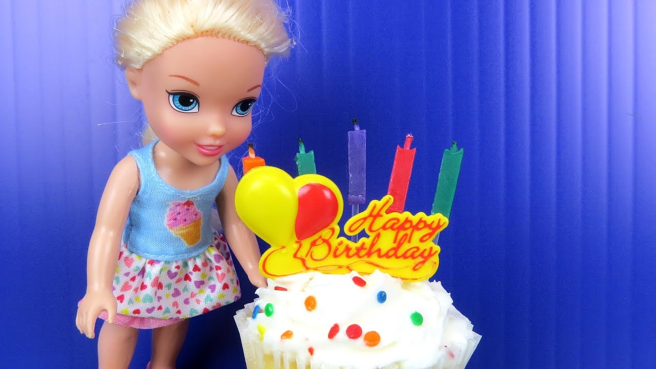 Elsa's BIRTHDAY party ! Elsa and Anna toddlers party with friends - Surprise Gifts - Cake 4