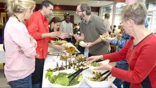 لاجئ شاب يقدم المطبخ السوري على الموائد الفرنسية!