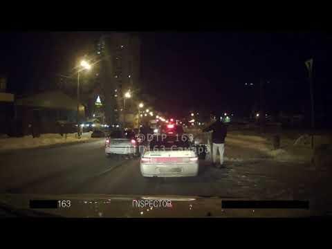 """Видео: мужчину с собакой сбивает """"Приора"""" в Самаре"""