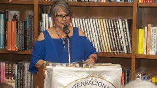 María Elena Díaz de Villegas - Noche de poesía y guitarra en Books & Books