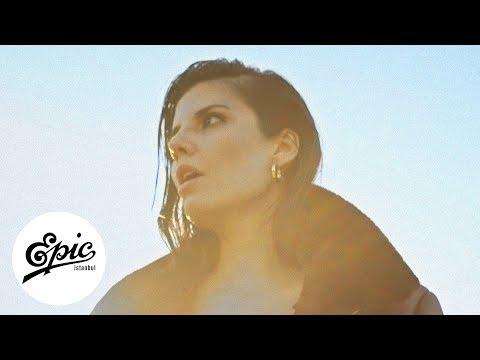 Melis Güven - Hiç Olmuşsun | Official Music Video