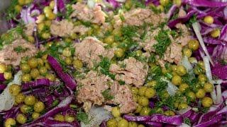Салат из краснокочанной капусты.
