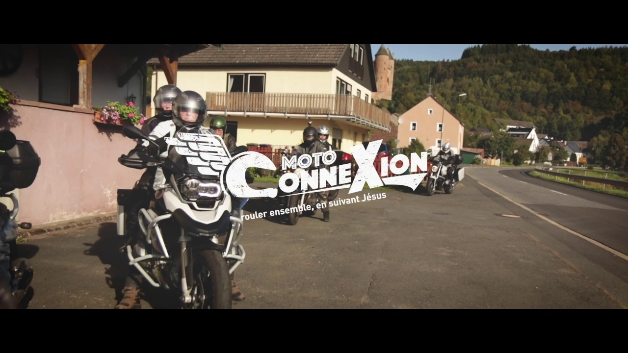 Moto-conneXion: Riding, journeying, following and sharing
