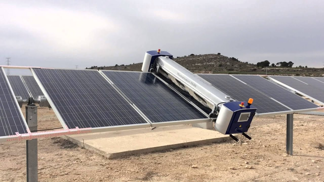 Cleaning Robot For Large Solar Parks By Www Chemik Es