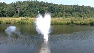 Реакция большого количества натрия с водой.