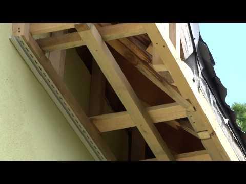 видео: обшивка сайдингом софитов и ветровых досок,балок