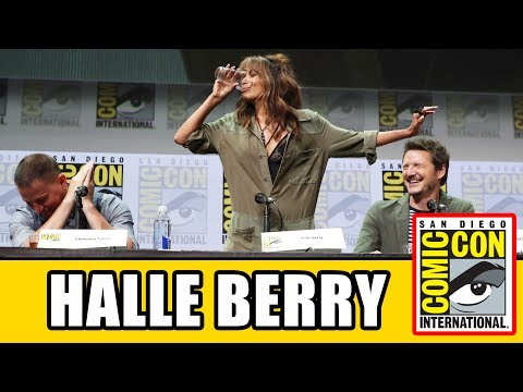 Halle Berry Chugs A PINT OF WHISKEY At The Kingsman The Golden Circle Comic Con Panel