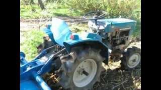 Traktorek z glebogryzarką. Japoński traktorek ogrodowy. www.akant-ogrody.pl