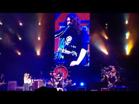 Jewel and Dave Grohl sing Stevie Nicks and Tom Petty. Foo Fighters Atlanta