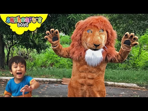 LION AMBUSH in the jungle! Skyheart and Daddy lion attack in forest nerf war kids