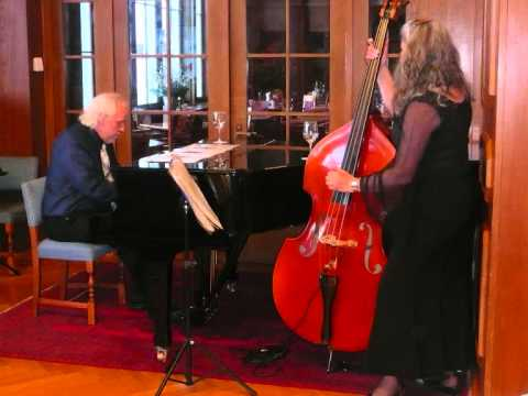 Rowan Smith and Barry Wratten`s Southern Reunion Jazzband In the Upper Garden.wmv