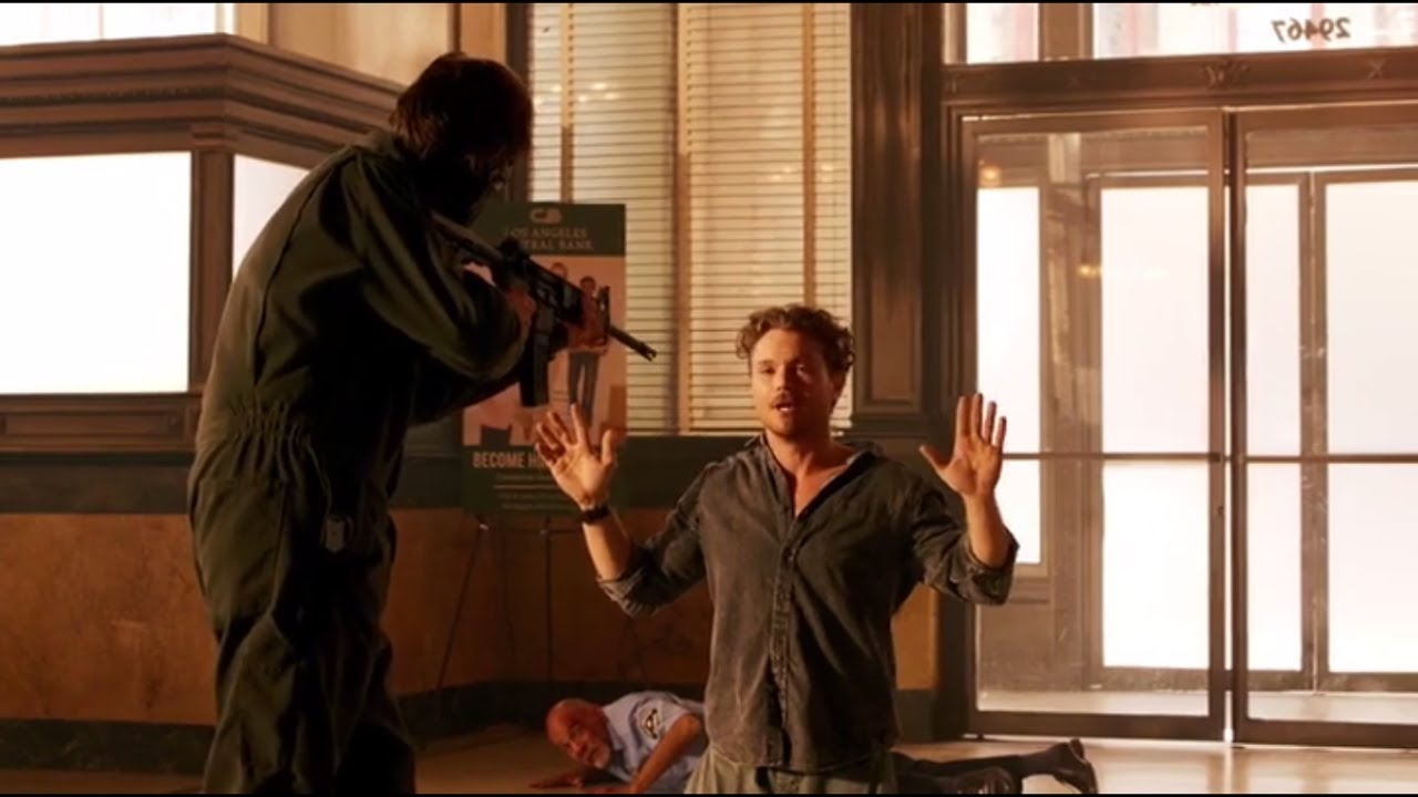 Download LETHAL WEAPON 1x1 |RIGGS PRETENDS TO BE A PIZZA GUY