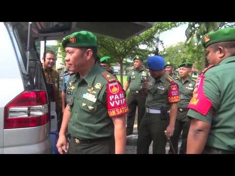 Video - Penyerahan Satu Unit Mobil Jenazah Kepada Korem 074/Warastratama