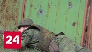 Смотреть видео Съемочная группа ВГТРК попала под обстрел в Донбассе - Россия 24 онлайн