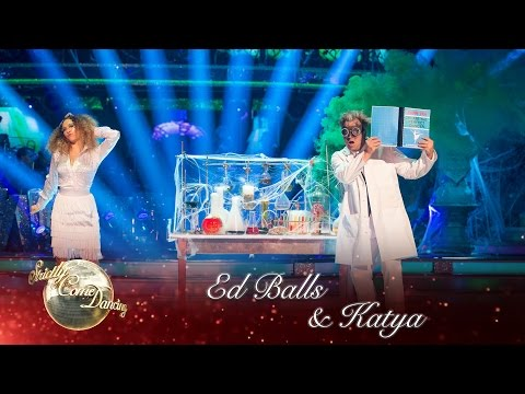 Ed Balls and Katya Jones Cha Cha to 'Love Potion No. 9' - Strictly 2016: Halloween Week
