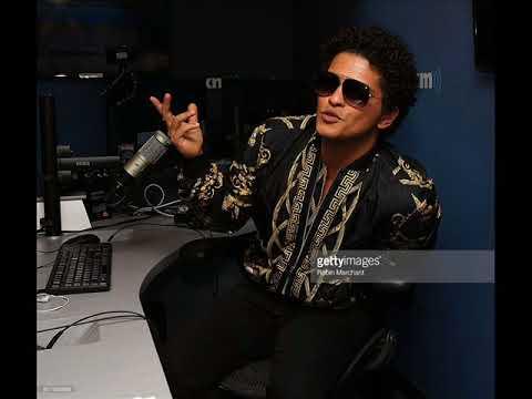 Bruno Mars - Versace on the Floor (2017)