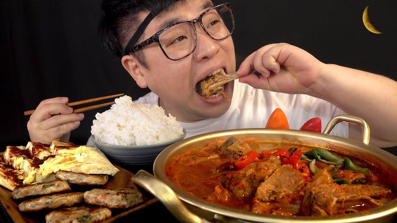 먹방창배tv 달밤에 김치찌개 등갈비넣어서 대박 제대루 맛사운드 레전드 deunggalbi kimchi jjigae mukbang Legend koreanfood asmr