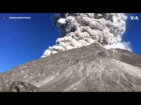 Dramatic video of volcano erupting in CENTRAL JAVA, INDONESIA