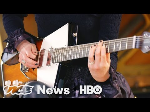 St. Vincent s Signature Guitars: VICE News Tonight on HBO