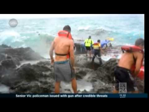 Iranian and Iraqi asylum seekers boat crashes at Christmas Island - 16 Dec. 2010