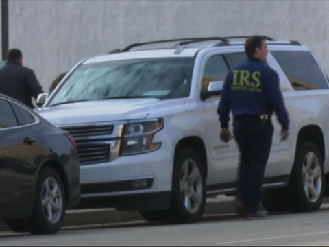 Raw: Federal Agents Raid Caterpillar Offices
