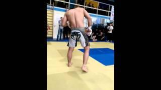 Руслан  против мастера спорта по боевому самбо.
