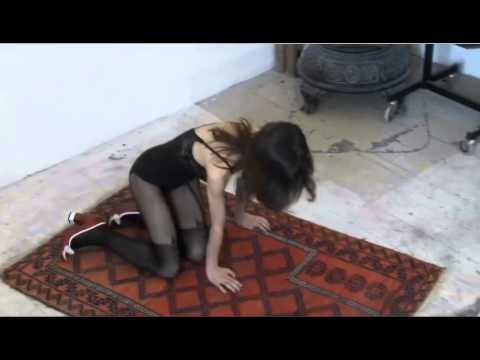Ekstra Bladet   In pivfrækt underwear on the prayer rug3