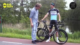 Lukt het Klaas om harder te fietsen dan een auto? Samen met topwiel...