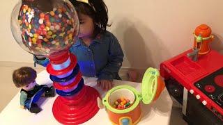 大きいガムボールマシーン 英語の色を覚えよう!!レミンちゃんとおままごと Learn Colors with Gumball Machine