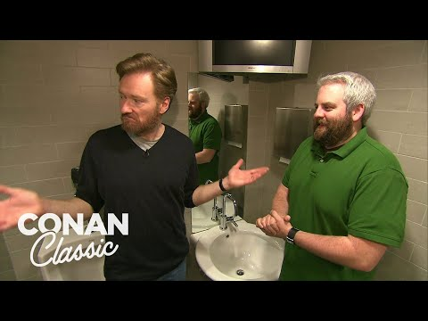 """Conan Fixes An Issue In The """"Late Night"""" Men's Bathroom - """"Late Night With Conan O'Brien"""""""