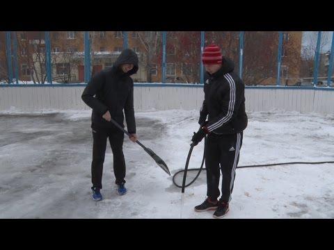 "Игроки ""Автомобилиста"" залили хоккейный корт во дворе ул. Онуфриева"
