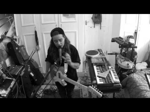 TASH SULTANA - SYNERGY (LIVE BEDROOM RECORDING)