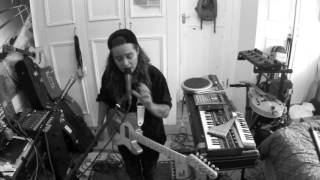 TASH SULTANA - SYNERGY (LIVE BEDROOM RECORDING)
