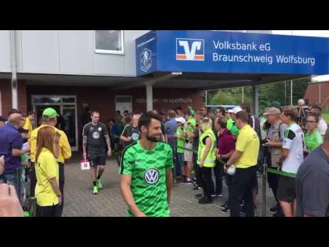 Gleich geht's los: VfL Wolfsburg testet gegen Veltins-Auswahl
