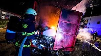 Brand bei Möbel Roller in Soest: Feuerwehr fährt das Feuer einfach davon!
