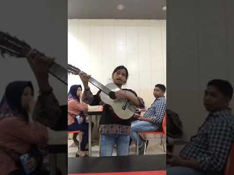 Suara emas Bikin merinding anak kecil menyanyikan lagu