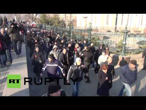 Ukraine: Clashes break out in Donetsk