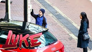 Kinder ferngesteuert in der Auto-Werkstatt