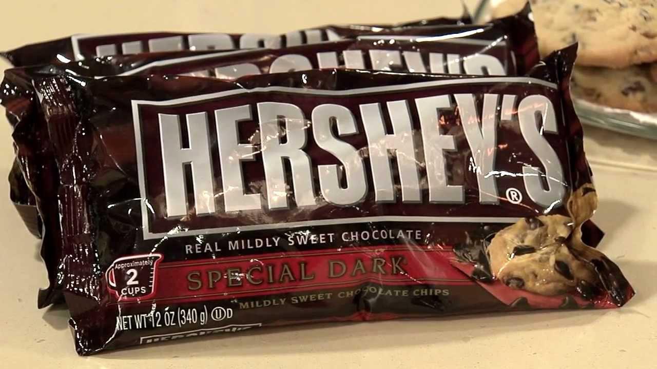 Baking with Dark Chocolate from HERSHEY\'S Kitchens - YouTube