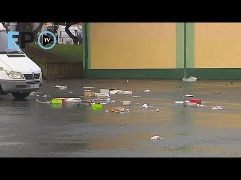 Tras el mercadillo, basura sin recoger en el Parque da Milagrosa